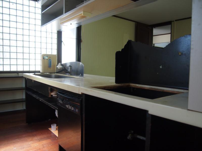キッチンは入れ替え必須でしょう。