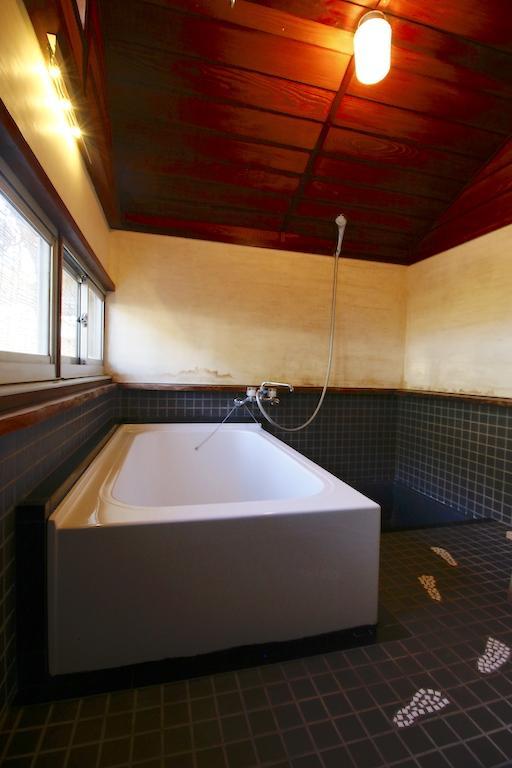 お風呂は現代仕様。