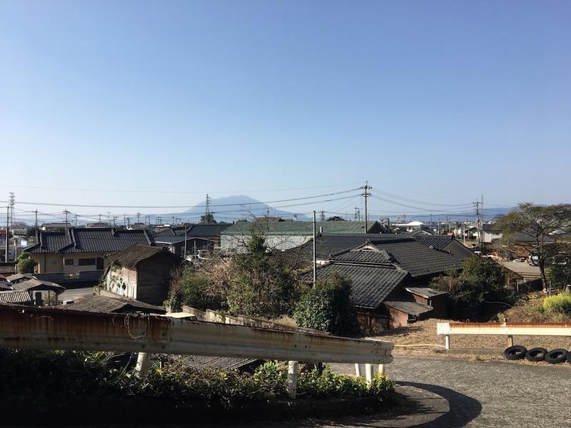 裏道を少し登れば桜島が。