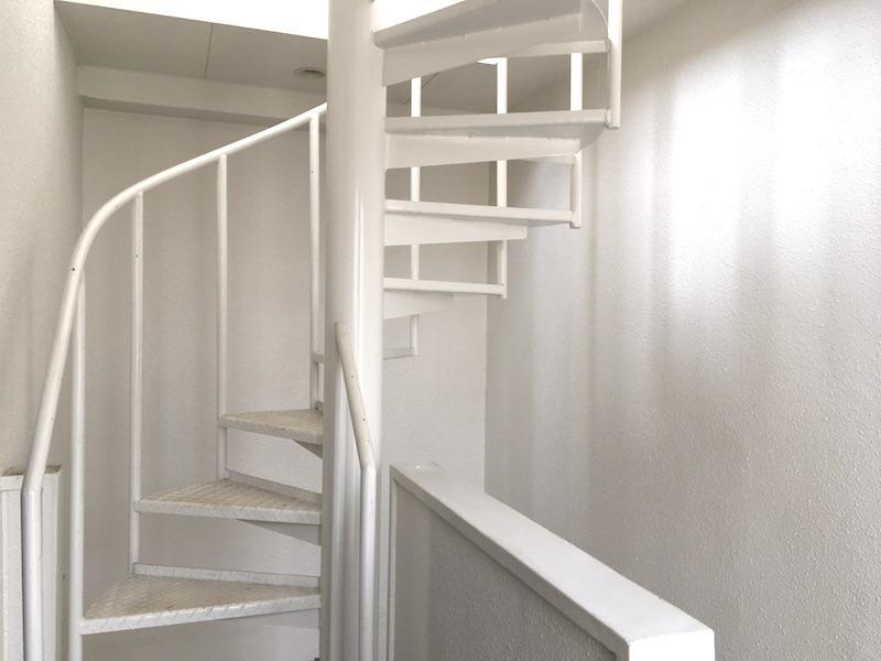 螺旋階段と屋上 (鹿児島市船津町の物件) - 鹿児島R不動産