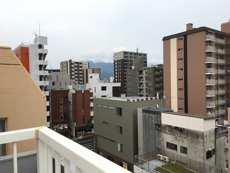 ビルの隙間に桜島が・・分かります?