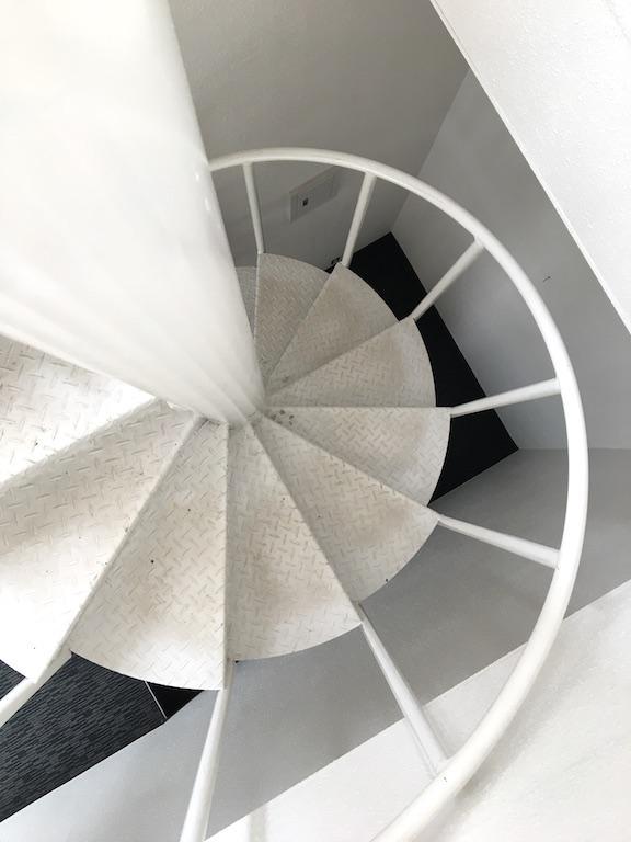 この角度から見る螺旋階段も好きです。