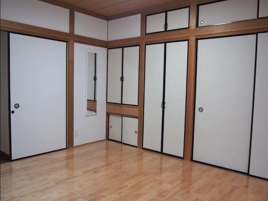 和室をリノベーションした部屋。収納が多いのは、和室ならでは。