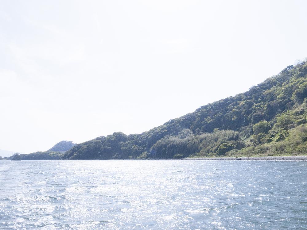 この辺りの海は釣りスポットとなっている。