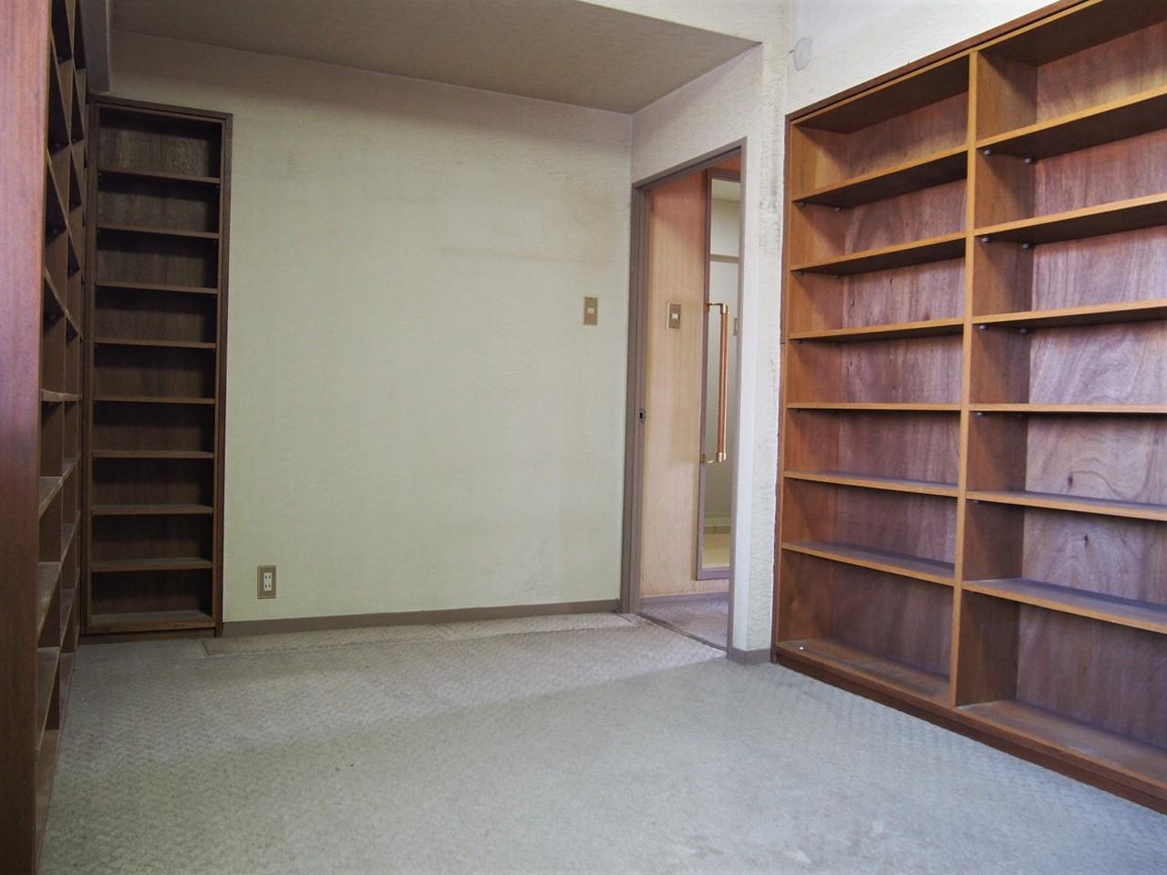 書斎やウォークインクローゼットに使えそうな部屋