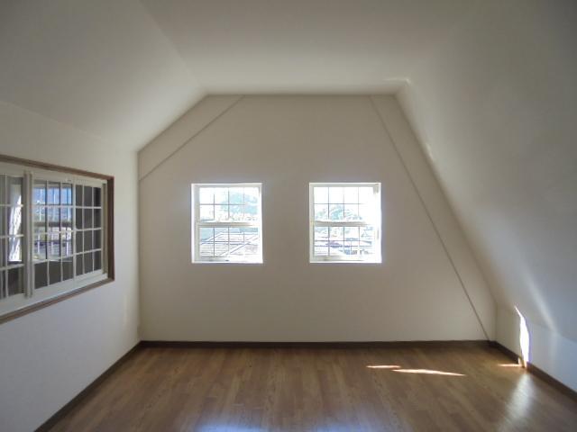 程よい広さの屋根裏部屋という感じ