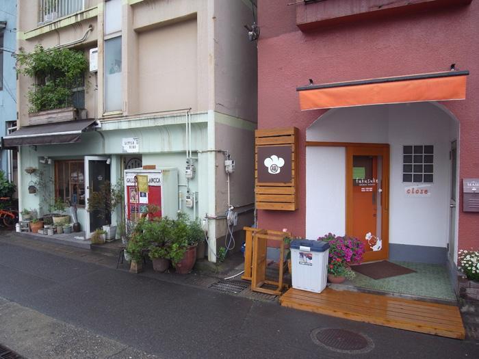 物件の徒歩圏内にはカフェやパン屋さんがあります