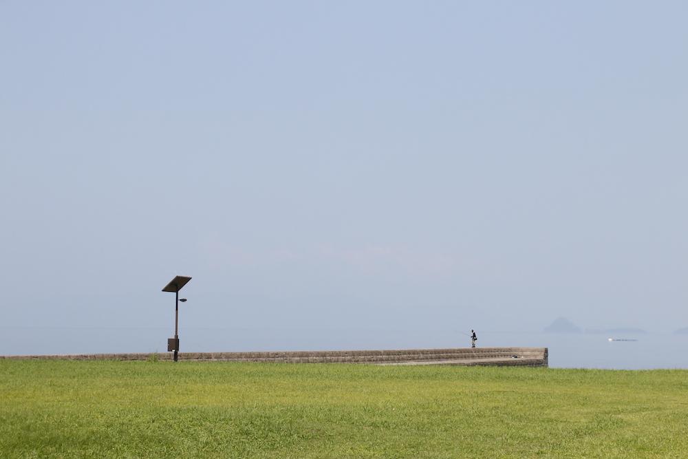 目の前に広がる芝と海