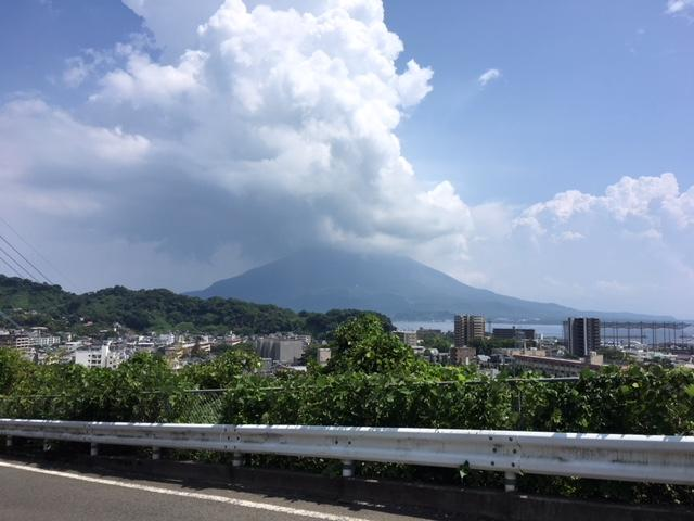 目の前に広がる桜島と鹿児島市街地