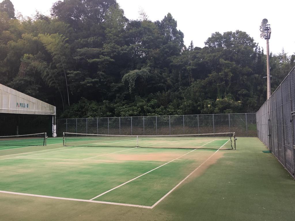 照明付きテニスコートが広々2面