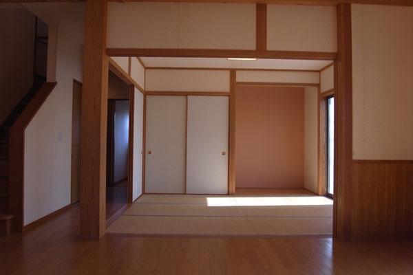 リビングに隣接する和室