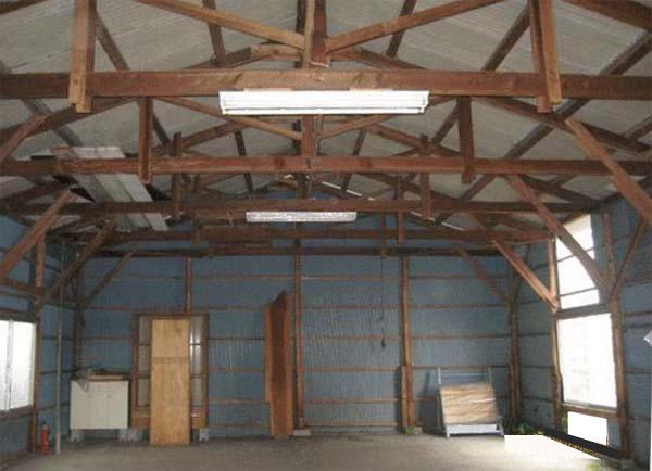 天井の梁があらわしの内部空間