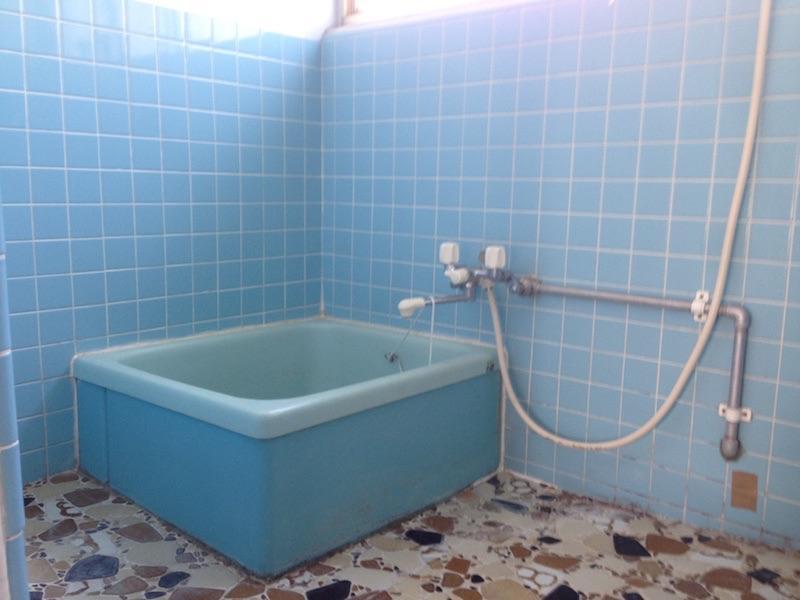 風呂場といえばブルーのタイル