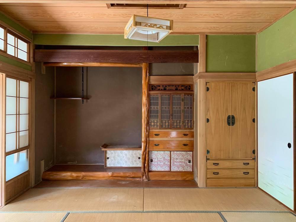 棚や地袋のついた床の間