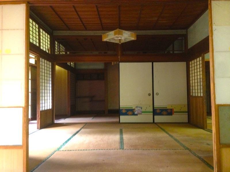 障子と襖で仕切られた和室