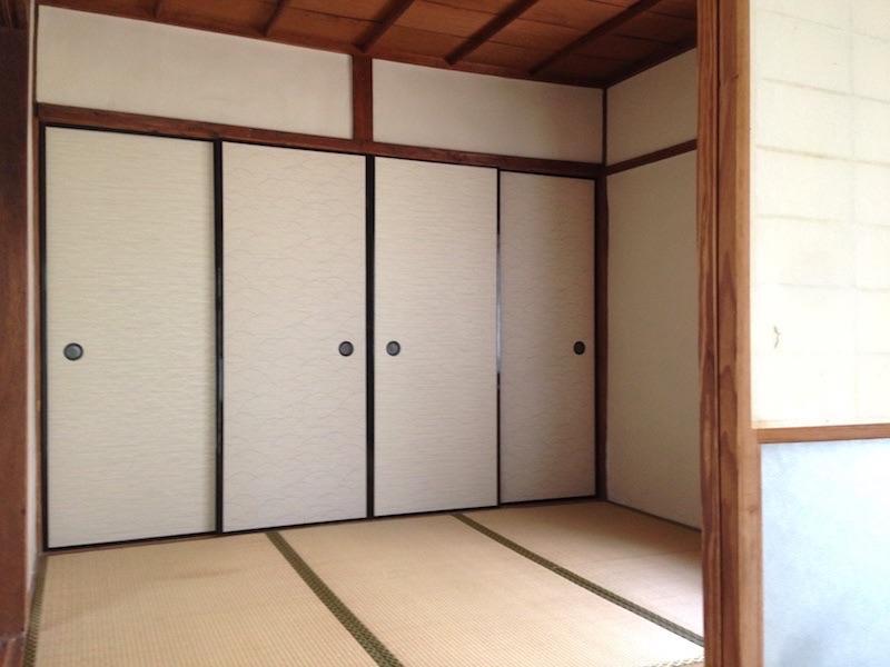 玄関入ってすぐの4畳半の部屋