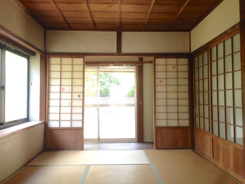 シンプルな6畳の和室
