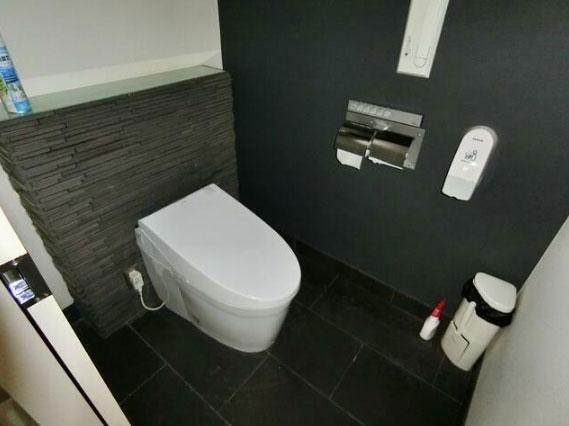 清潔感のある内部トイレ。
