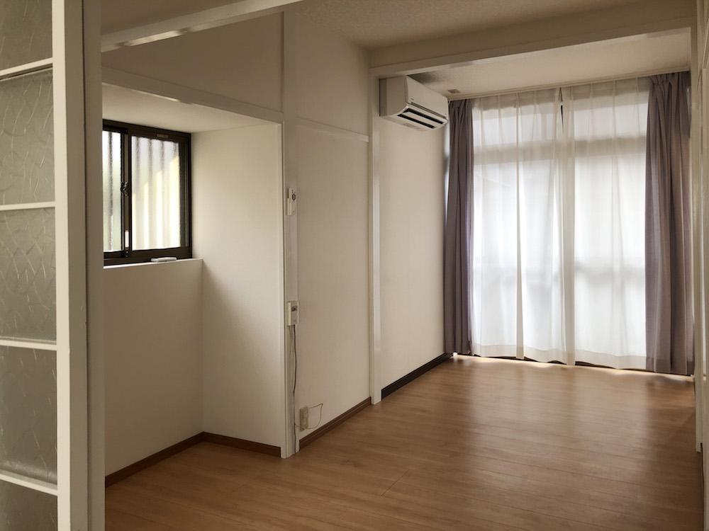 小さい部屋も南と東から光が入ります