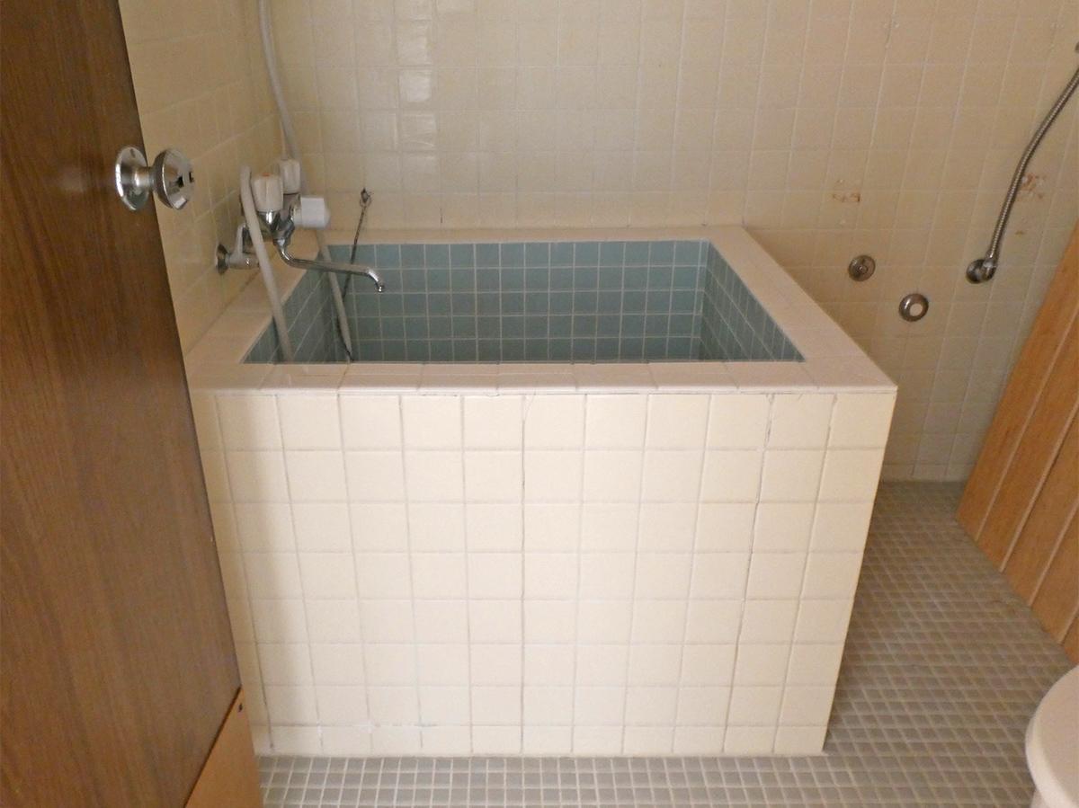 タイルでできた浴槽