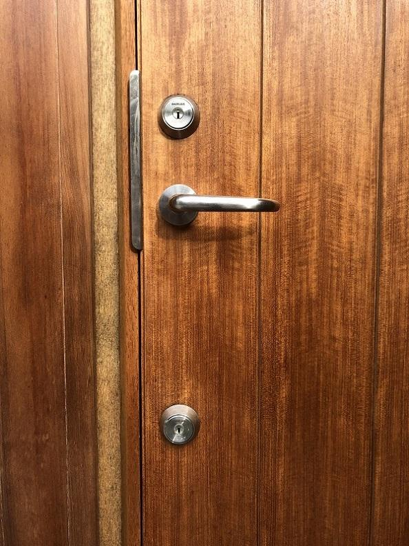 北欧製の玄関ドアは味わいがあります。