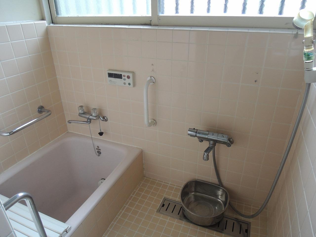 窓の大きい浴室