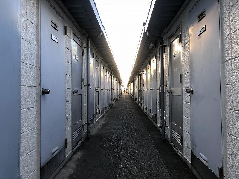 ずらっと並んだ各住戸専用の倉庫