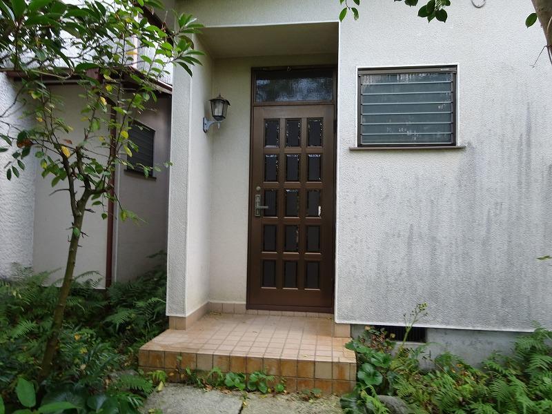 敷地内手前戸建て 玄関