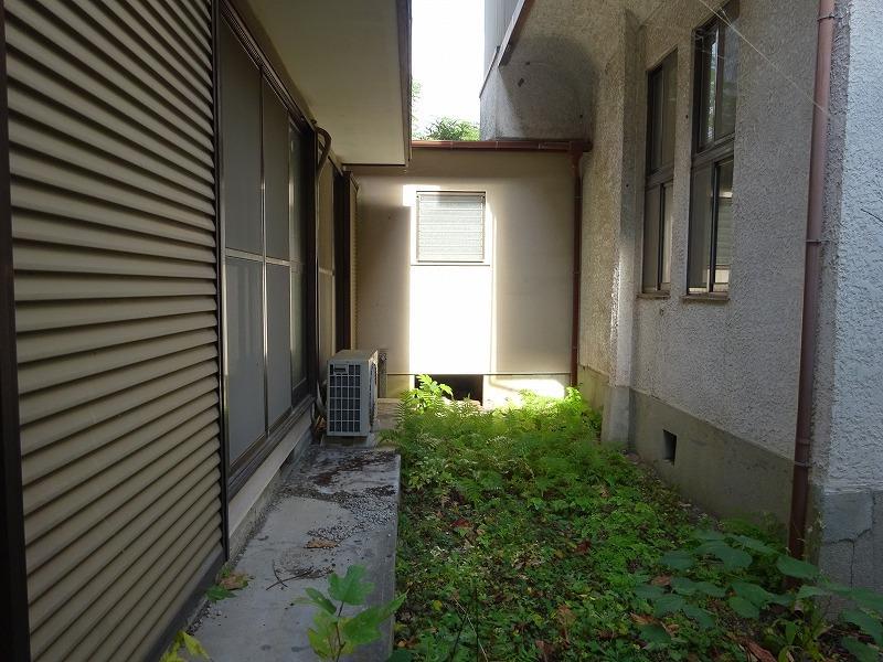 両戸建ては廊下で繋がっています。