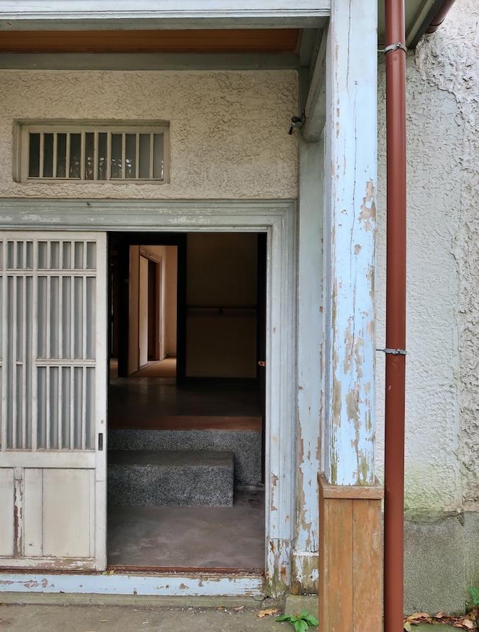 敷地内奥戸建て玄関