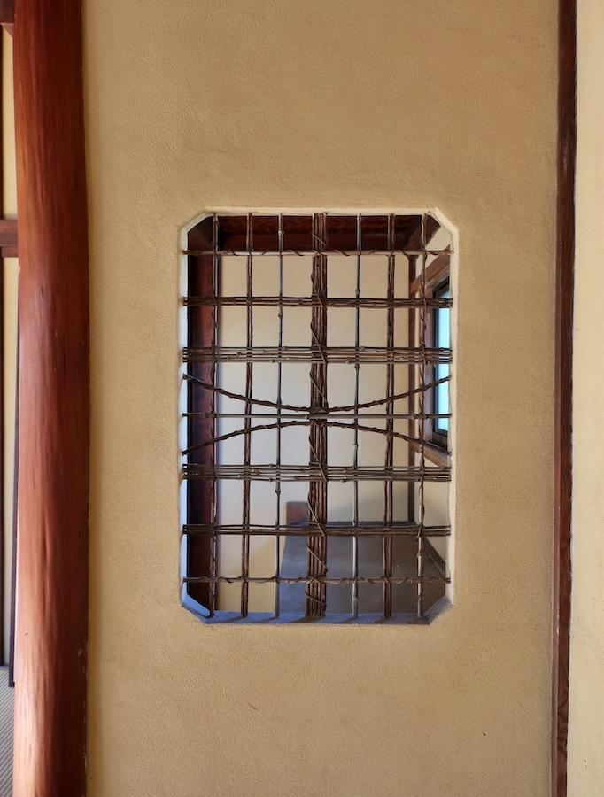敷地内奥戸建て2階和室の竹小舞