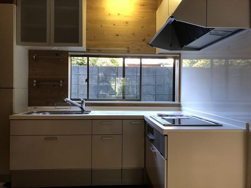 キッチンは大きめの3口のIH