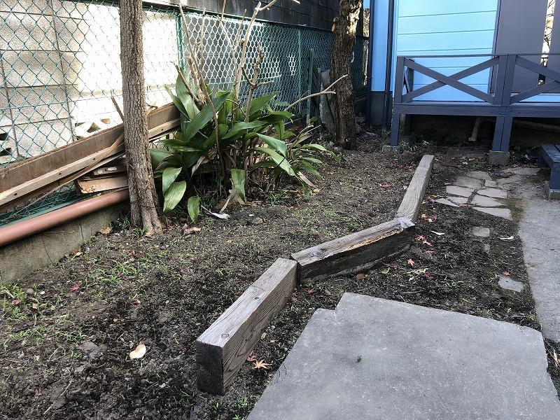 玄関前の庭も手入れできます。