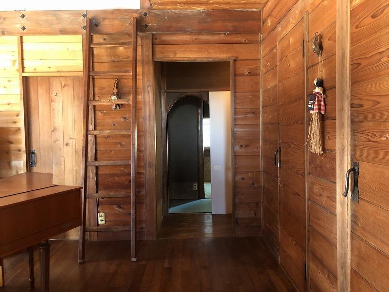 玄関あたりから和室方向