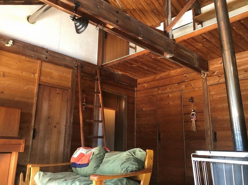 平家ですが、屋根なりの天井で開放感があります。