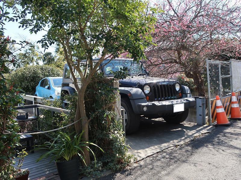 駐車場は少し離れていますが、車種によっては2台停められます。