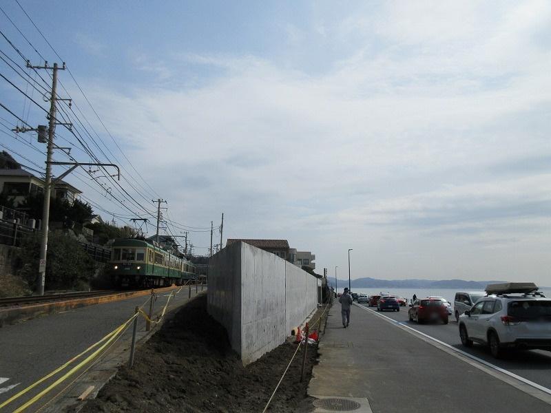 工事中の現地|江ノ電と134号線(海)に挟まれた土地
