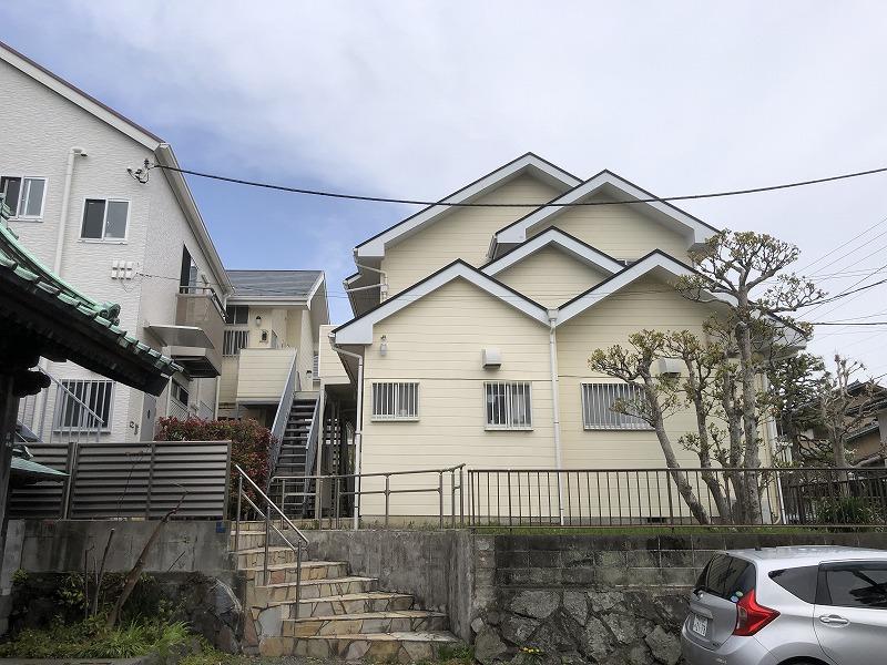 右側は昭和の建物、左に少し見えているのが平成の建物