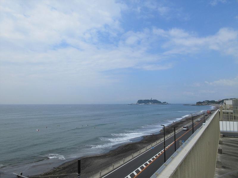 ルーフバルコニーからは江ノ島を眺めて