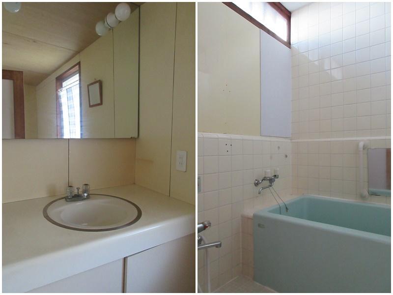 レトロな洗面|同じくレトロな浴室