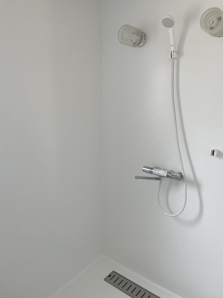 浴槽はなくシャワーブースのみです