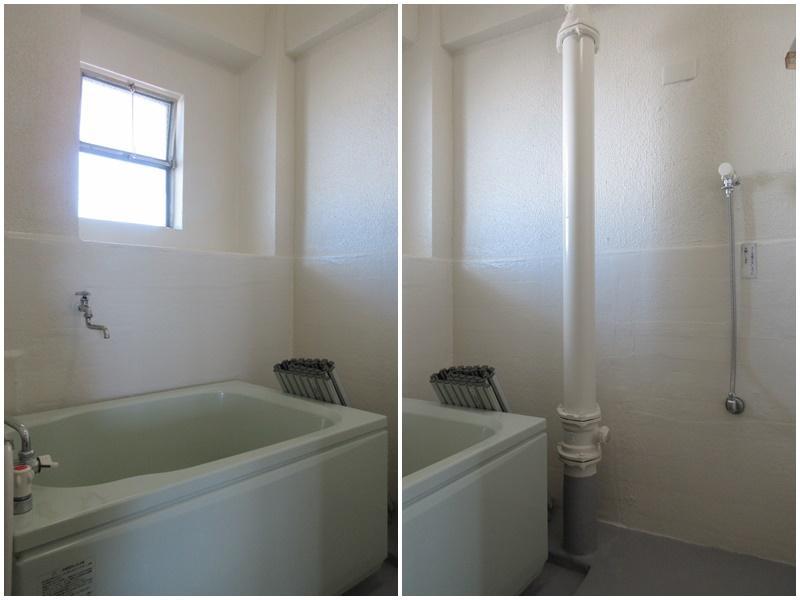 浴室内に洗濯機置き場があります