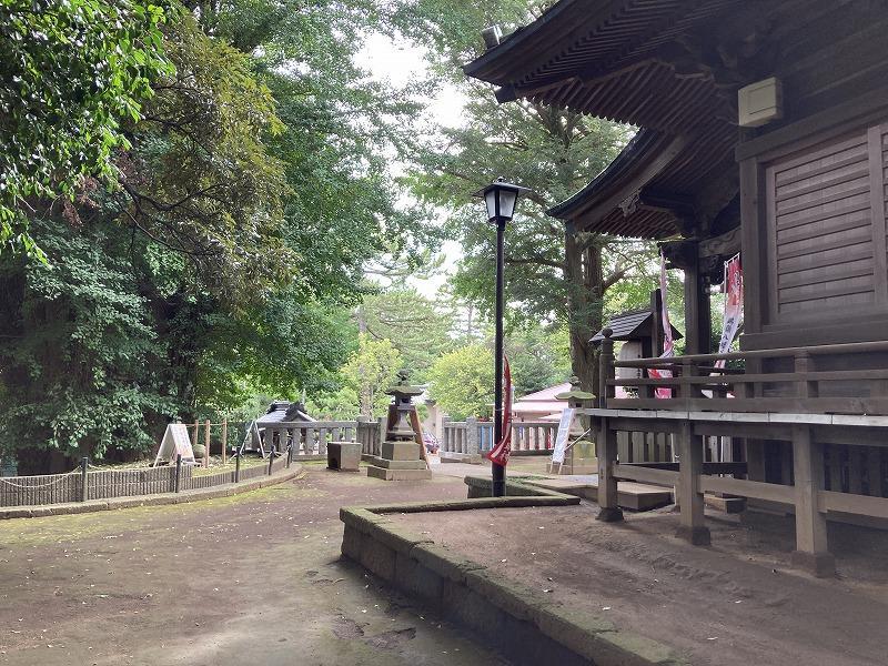 隣の神社です。