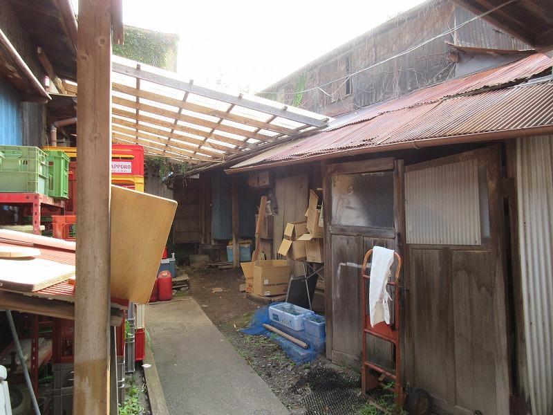 裏の倉庫部分