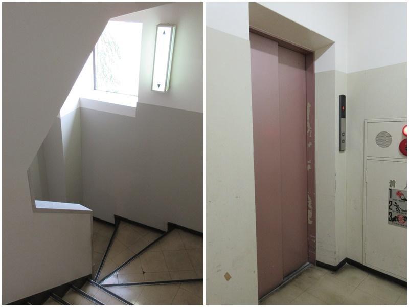 従業員エレベーターと階段