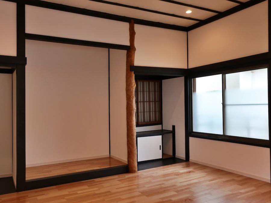 10帖洋室には床の間が残されている