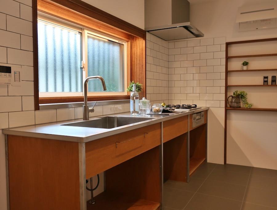 キッチンはしっかり新設でかっこいい