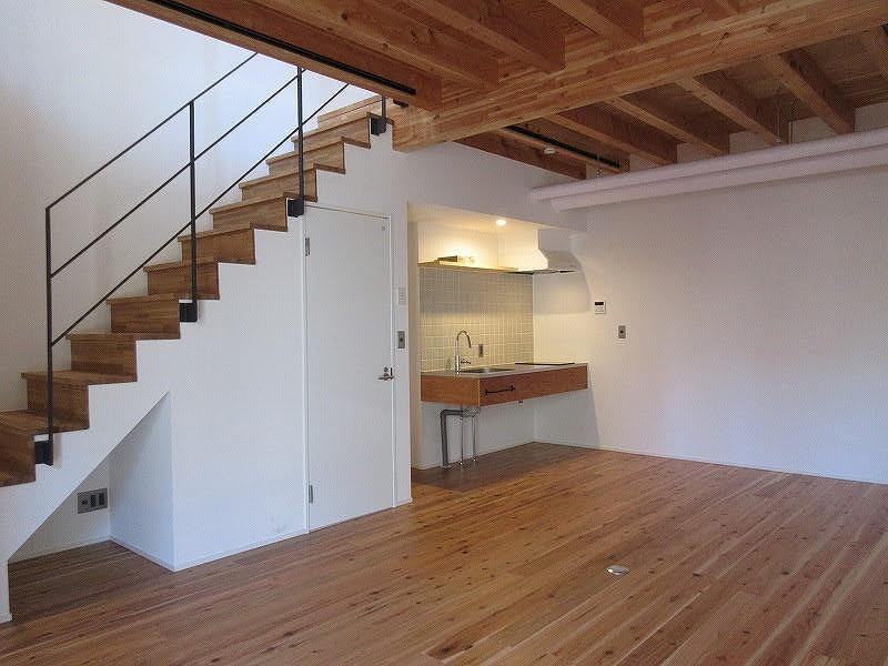 1階部分。奥にキッチンがある