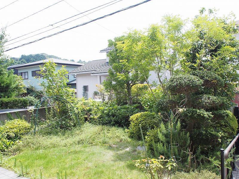 古家の庭です。南道路でも庭をしっかりとれるので植樹で目隠しが出来ます。