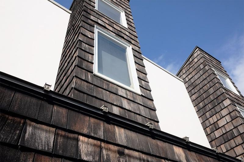 米杉が貼られた外壁は経年変化で味わいがあります。